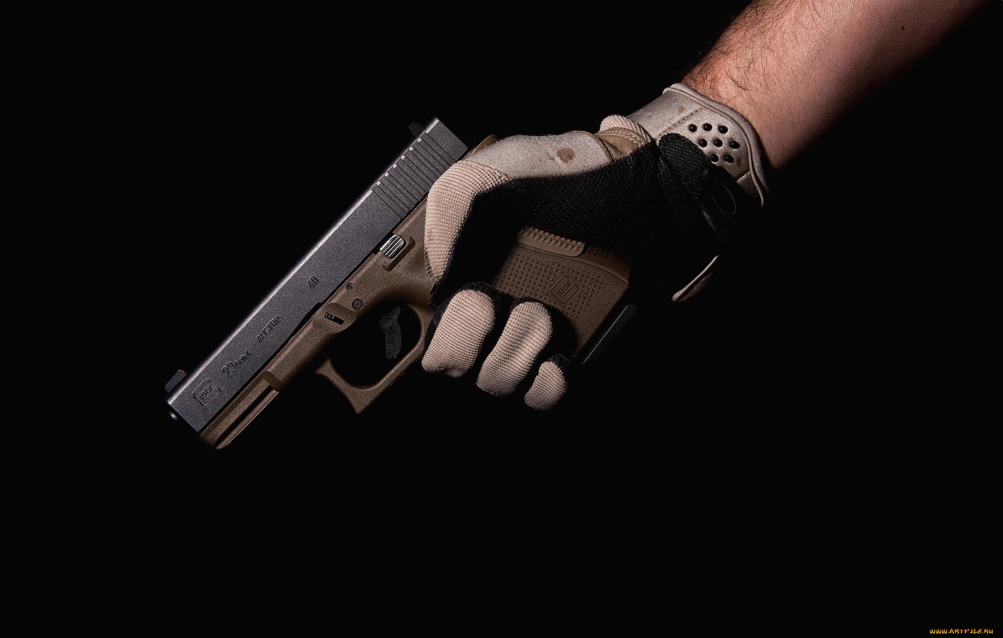 картинки револьвер в руках этой